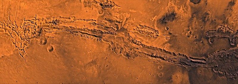 Valles Marineris, nommée ainsi en hommage à Mariner 9