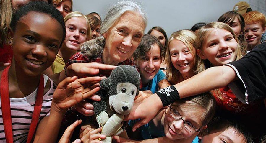 Le Dr. Jane Goodall et un groupe de membres de Roots & Shoots, Salzbourg, Autriche